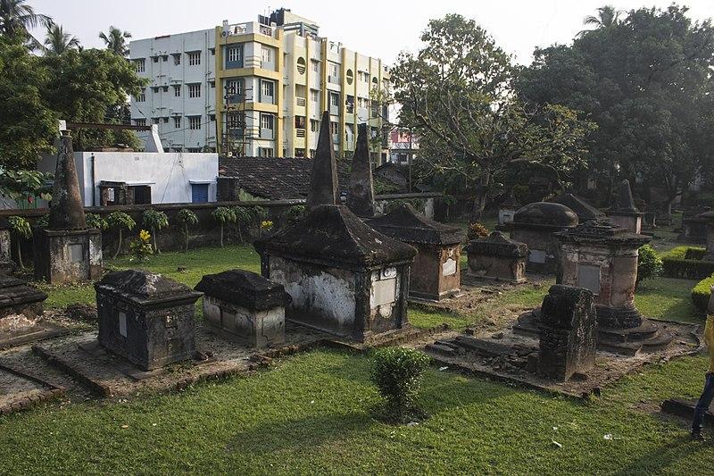 File:TNTWC - Dutch Cemetery, Chinsura 02.jpg