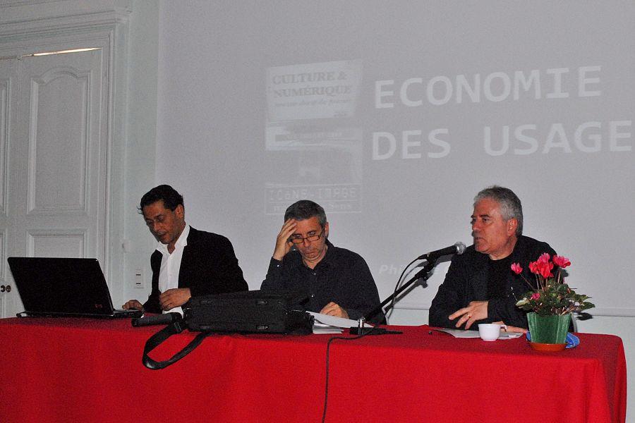"""Le 5ème Colloque Icône-Image a été consacré au thème """"Culture et numérique, nouveau champ des pouvoirs"""".  Il s'est déroulé à Sens les 4 et 5 juillet 2008.  De gauche à droite: Philippe Chantepie, Christian Delage, André Nicolas (modérateur), lors de la table ronde sur les nouveaux usages.   www.musees-bourgogne.org/fic_bdd/museesactus_fichier_pdf/...  Conférence de J.P. Dalbéra: """"Musées et nouvelles pratiques numériques"""" adalbera.free.fr/expose_icone_image.pdf"""