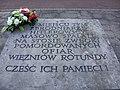 Tablica w miejscu spalania ciał ofiar niemieckiego obozu Rotunda w Zamościu.jpg
