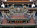 Taipeh Guandu Temple Vordach 1.jpg