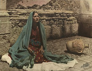 English: Seated woman with teal rebozo shawl o...