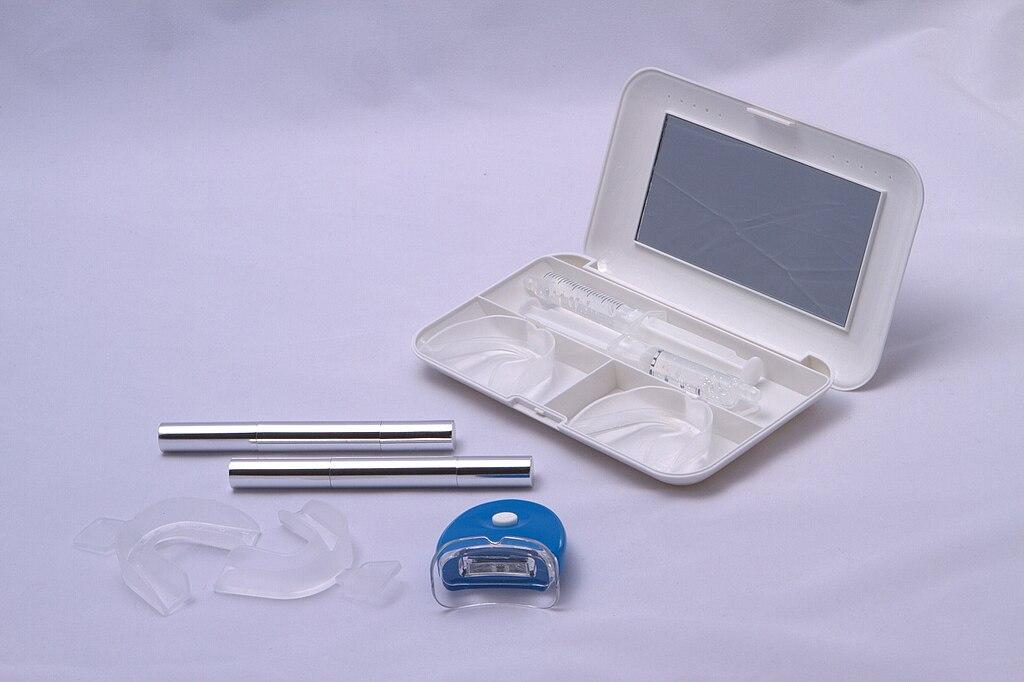a teeth whitening kit
