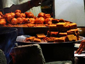 Lists of prepared foods - Bengali fritters (tele bhaja) made with different vegetables and besan