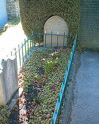200px-Tomb_of_Little_John_14-04-06.jpg