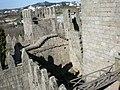 Torres inferiores do Castelo de Guimarães vistas da Torre central 02.jpg