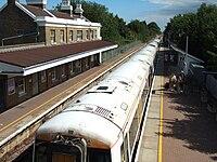 Train at Sandwich railway station in 2008.jpg