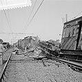 Treinramp militaire trein nabij Oldebroek. Behalve de locomotief onspoorde alle , Bestanddeelnr 907-1234.jpg