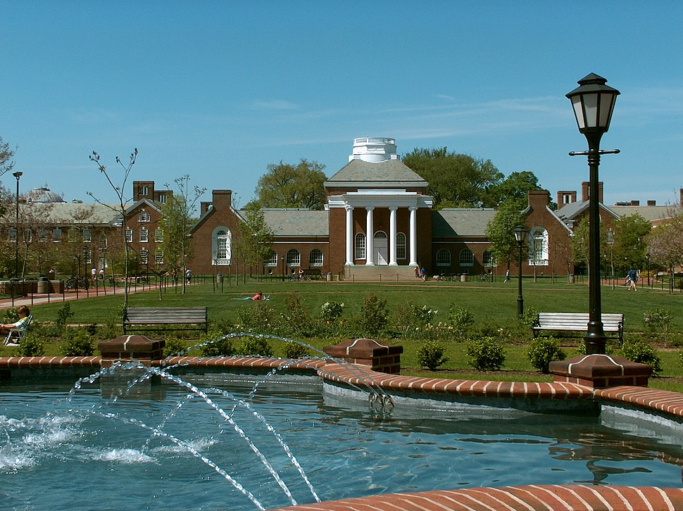 UDel Memorial and Magnolia Circle