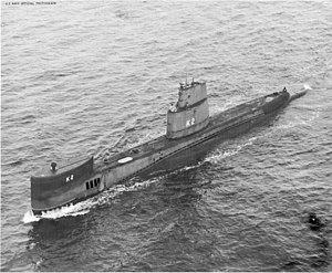 موسوعة غواصات البحرية الامريكية بعد الحرب العالمية الثانية بالكامل 300px-USS_Bass_%28SSK-2%29