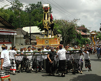 Ubud - Royal funeral and cremation ceremony (2005)