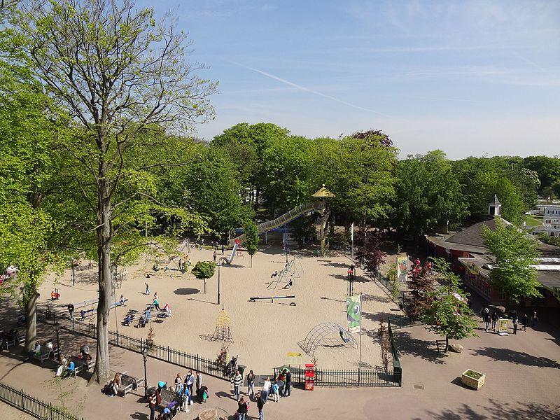 Bestand:Uitzicht vanuit het reuzenrad, speeltuin Duinrell - panoramio.jpg