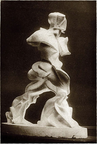Unique Forms of Continuity in Space - Image: Umberto Boccioni, Spiralförmige ausdehnung von muskeln in bewegung, plaster, photograph published in 1913