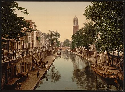 The Oudegracht in the 1890s Utrecht Oude Gracht Hamburgerbrug (LOC).jpg