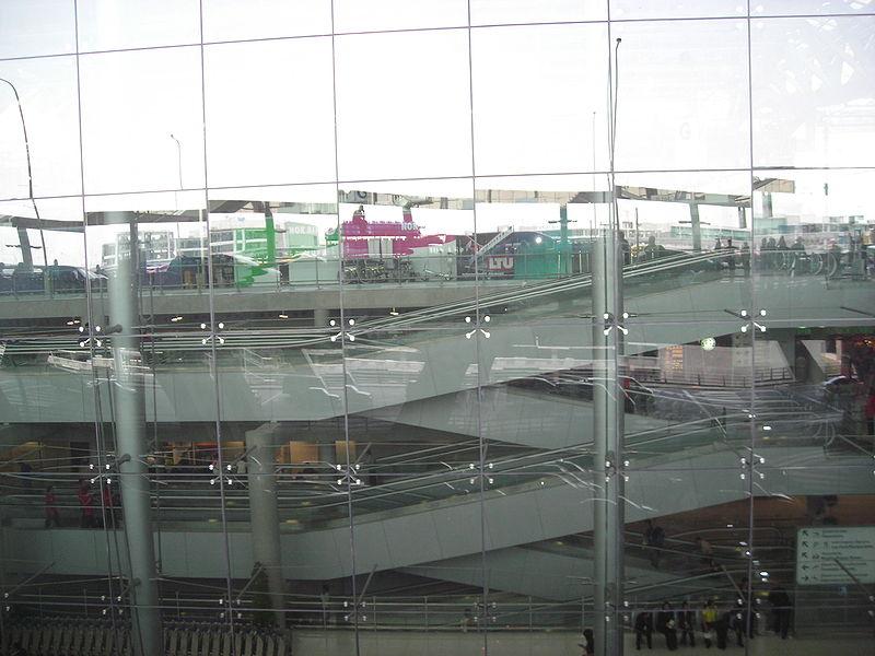File:VTBS-Escalators seen from outside.JPG