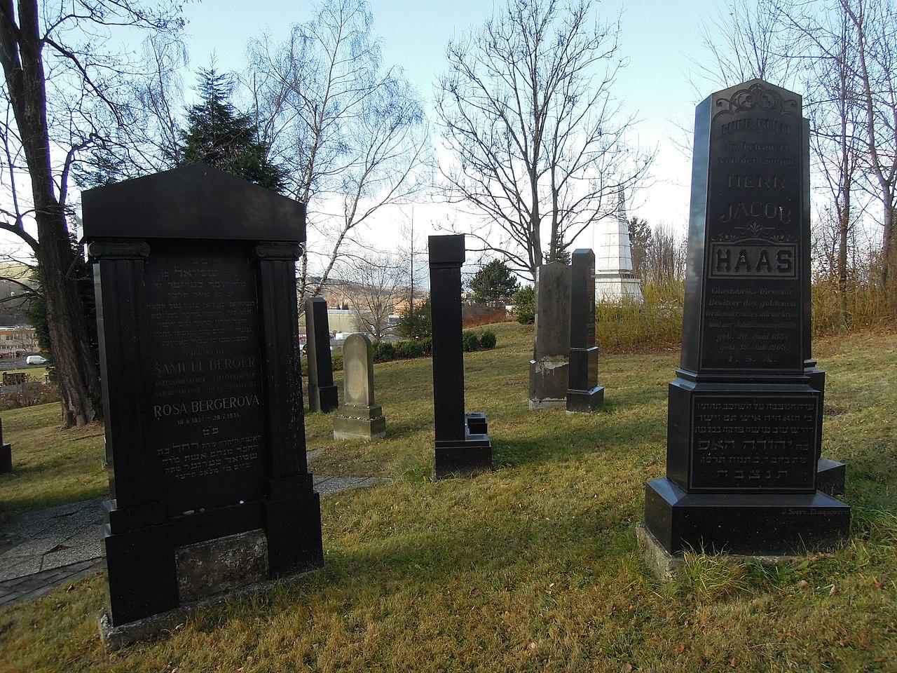 Valašské Meziříčí, židovský hřbitov (04).jpg