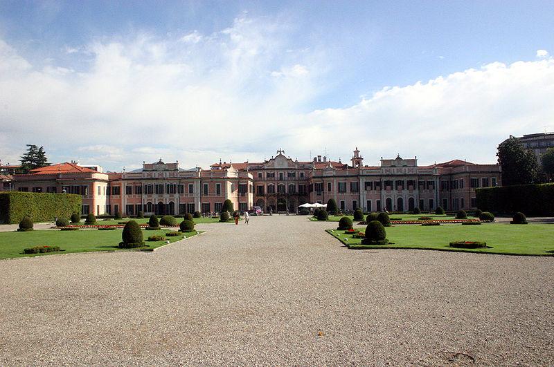 File:Varese Palazzo Estense.jpg