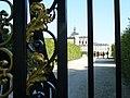 Versailles Potager du Roi Grille du Roi detail feuillage dore et Cathedrale Saint-Louis.jpg