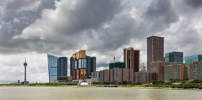 Vista de los casinos desde el Centro de Ciencia, Macao, 2013-08-08, DD 01