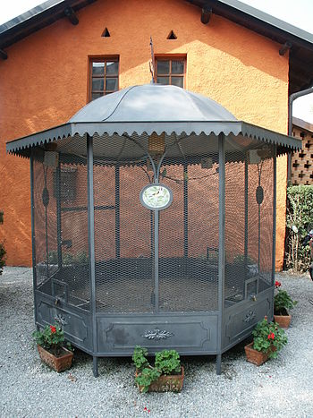 An example of a commercial home aviary