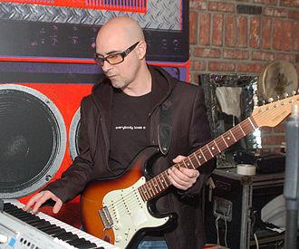 Warren Cuccurullo - Cuccurullo performing in 2009