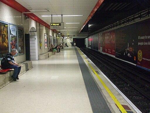 Waterloo tube stn Waterloo & City line towards Bank