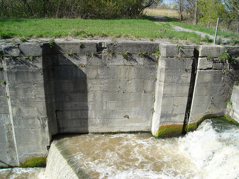 800px-Welland_Canal_-_Second_Canal_-_Lock_Gate.jpg
