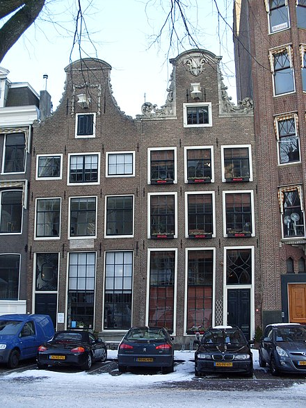In Amsterdam, Descartes lived at Westermarkt 6 (Descarteshuis, on the left). Westermarkt 6, Descarteshuis (links).JPG