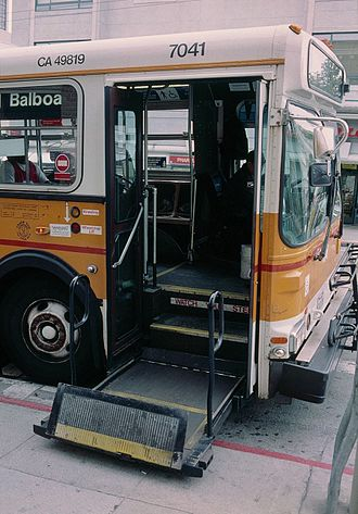 High-floor - Image: Wheelchair lift SF 7041