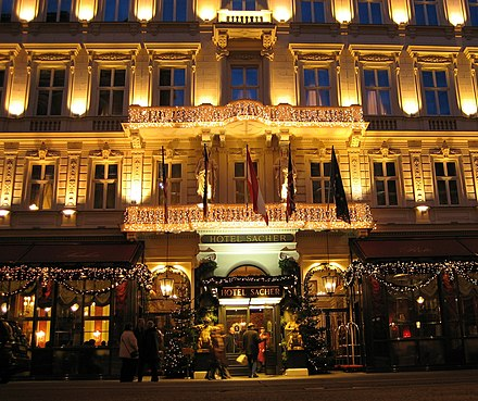 Hotel Sacher at night Wien Hotel Sacher Am Abend.jpg