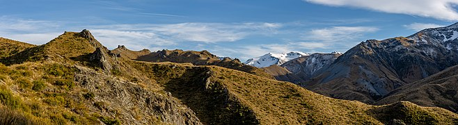 Winterslow Range from Pinnacles Hut Track, New Zealand.jpg