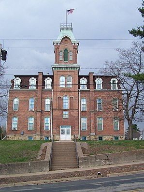"Das alte Gebäude der ""Union High School"" in Black River Falls ist im National Register of Historic Places gelistet.[1]"