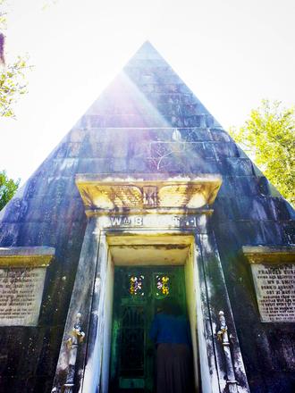 Magnolia Cemetery (Charleston, South Carolina) - Image: Wm B Smith Monument