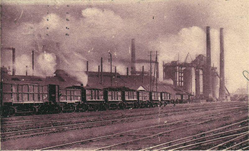 Les Hauts-Fourneaux de la commune d'Anzin (nord) sur une carte postale ancienne (1914). Source : Claude Villetaneuse/Wikipédia