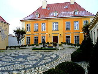 Ostrów Tumski, Wrocław - Image: Wrocław, Ostrów Tumski, pałac arcybiskupi, ul. Katedralna 4.11.2009 r.DSC00263