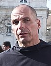 Yanis Varoufakis na Manifestação do 25 April 2018 (40803570815).jpg