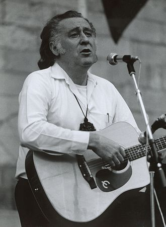 Youenn Gwernig - Youenn Gwernig singing