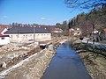 Zruč nad Sázavou, Ostrovský potok, z mostu proti proudu, výstavba zdí.jpg