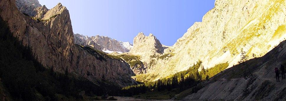 Zugspitze Panorama - H%C3%B6llental.jpg