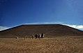 Ägypten 1999 (129) Assuan- Stahlbetonkuppel von Abu Simbel (27409730951).jpg