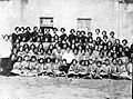 Élèves et professeurs de l'école Tebrotzassère à Salonique (août 1923).jpg
