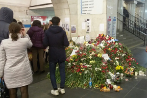 2017 Saint Petersburg Metro bombing - Memorial of flowers at the metro station Tekhnologichesky Institut after terrorist attack