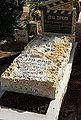 המצבה על קברו של מנחם גולן.jpg