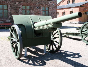 107 mm gun M1910 - 107-mm gun M1910, displayed in Hämeenlinna Artillery Museum.