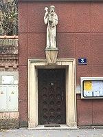 1180 Vinzenzgasse 3 - Hl. Severin-Statue von Adolf Treberer-Treberspurg 1952 IMG 5568.jpg