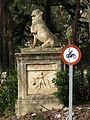 145 La Torre del Governador (Alella), gos guardià a l'entrada del passeig dels plataners.jpg