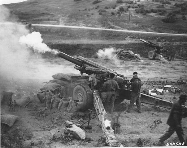 https://upload.wikimedia.org/wikipedia/commons/thumb/3/37/155mm-howitzer-korea-2.jpg/604px-155mm-howitzer-korea-2.jpg