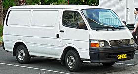 1998-2004 Toyota HiAce (RZH103R) furgone (2011-11-04) .jpg