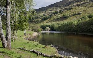 Glen Lyon - Image: 2011 Schotland Glen Lyon rivier 6 06 2011 18 24 02