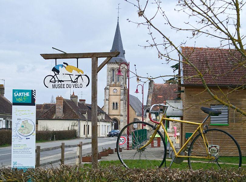 La Fresnaye-sur-Chédouet; Villeneuve-en-Perseigne; Sarthe; France; église; musée du vélo;
