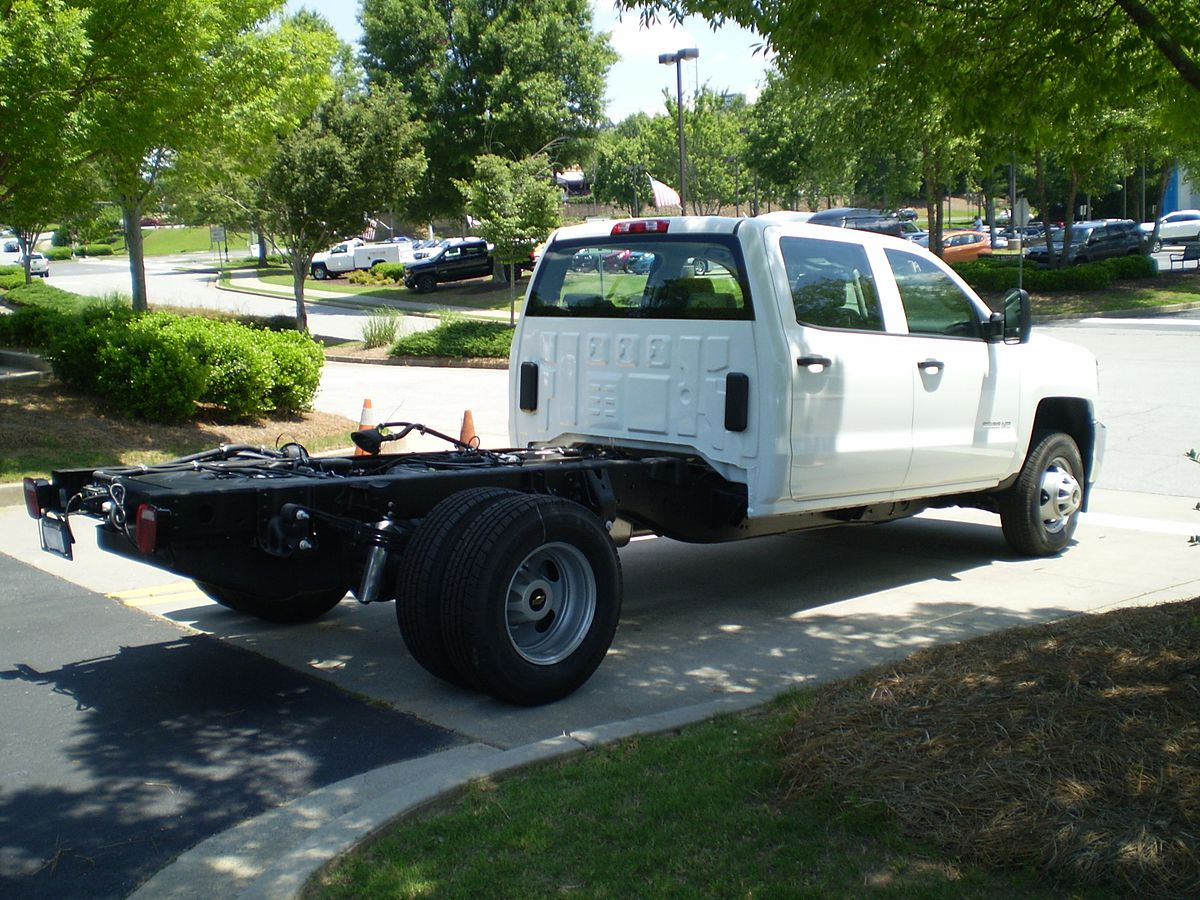 Body Type Vehicle >> Chassis cab - Wikipedia